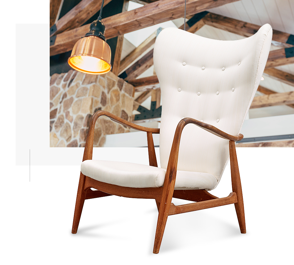 chair with light and ceiling
